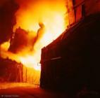 Bild Stahl-Art  | Konverter | Chargieren eines OBM-Konverters im Stahlwerk der Cockerill-Sambre / Charleroi | (c) 2002