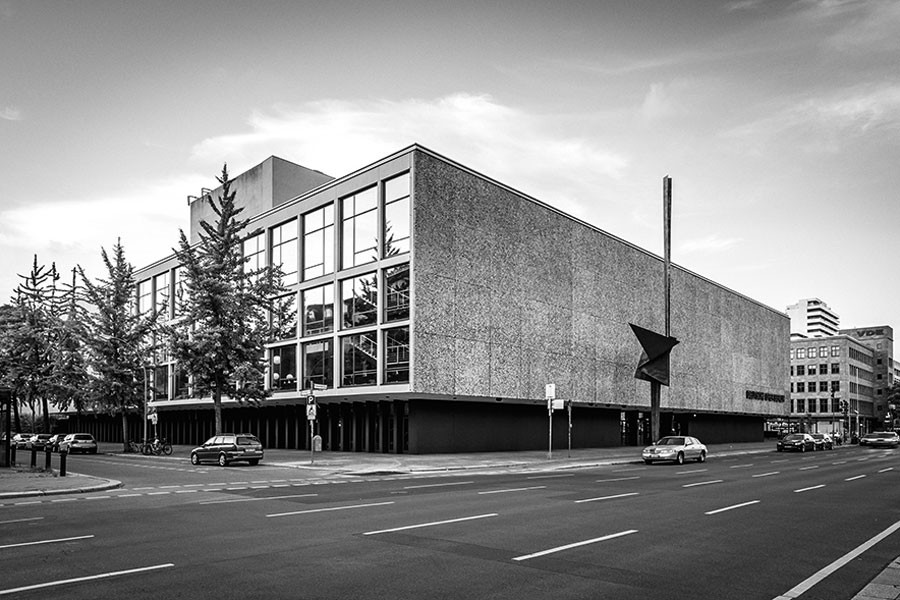 <i>Fassade der Deutschen Oper Berlin © Deutsche Oper Berlin</i>